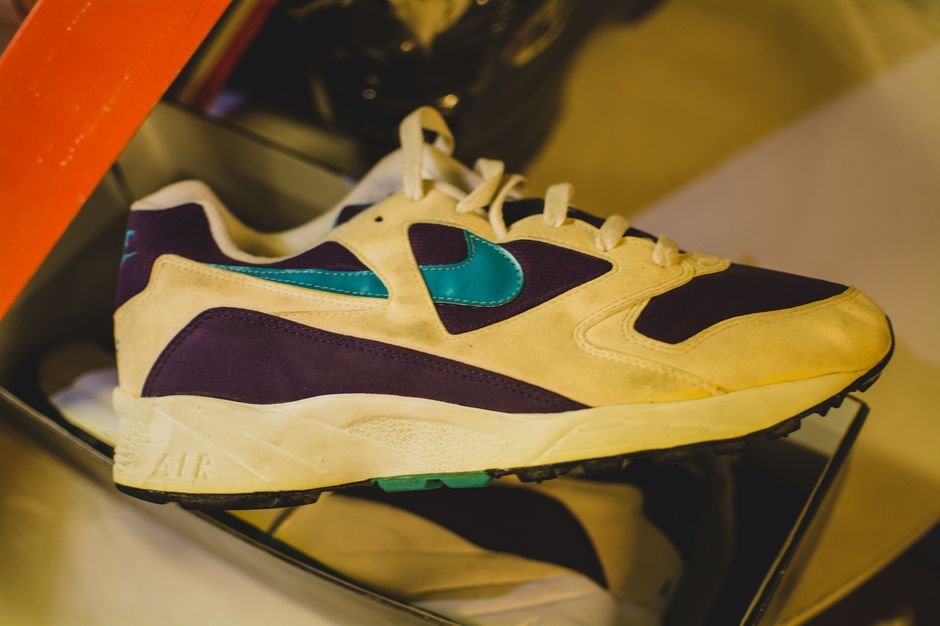 modern-notoriety-vintage-shoes-sneakers-digging-secret-undisclosed-rare-old-nike-air-adidas-reebok-fila-display_184