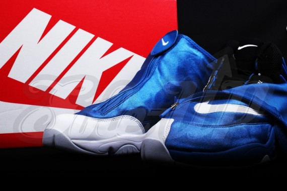 nike-air-zoom-flight-the-glove-royal-white-01-570x380