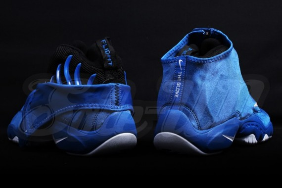 nike-air-zoom-flight-the-glove-royal-white-04-570x380
