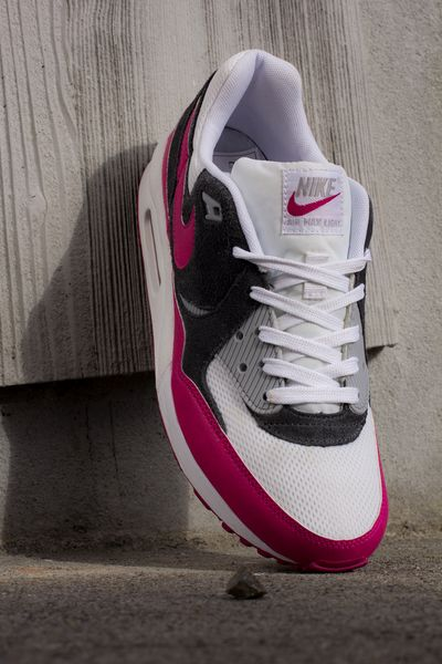 nike wmns-air max light-magenta