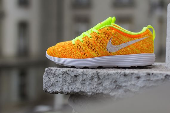 nike wmns-lunar flyknit trainer-total orange-volt
