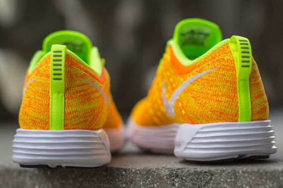 nike wmns-lunar flyknit trainer-total orange-volt_02