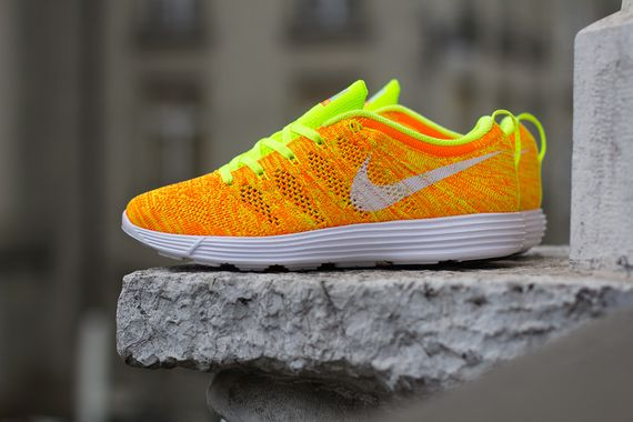 nike wmns-lunar flyknit trainer-total orange-volt_03