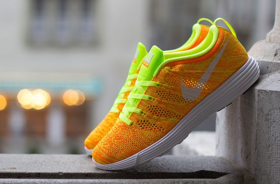 nike wmns-lunar flyknit trainer-total orange-volt_04