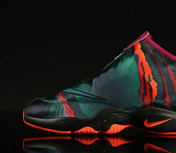 nike-zoom-glove-abyss_02_result