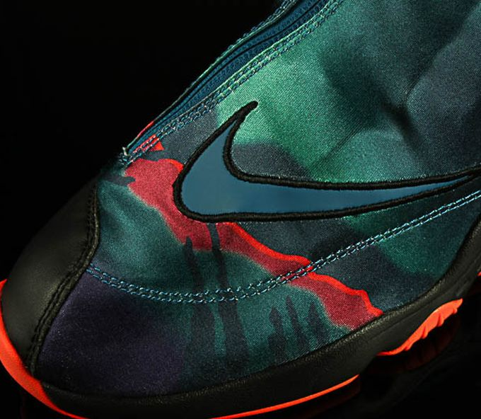 nike-zoom-glove-abyss_03_result