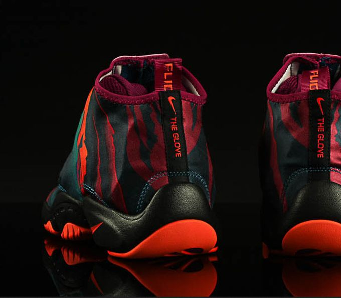 nike-zoom-glove-abyss_05_result