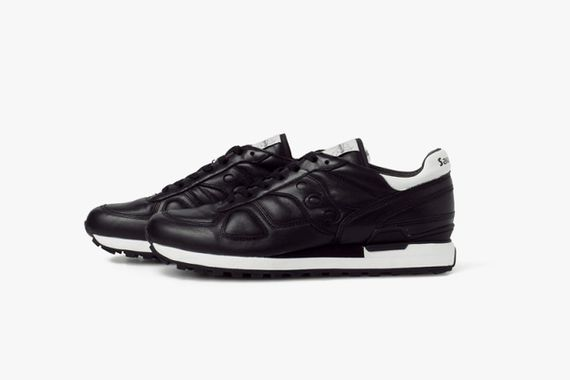 white mountaineering-saucony-shadow_03