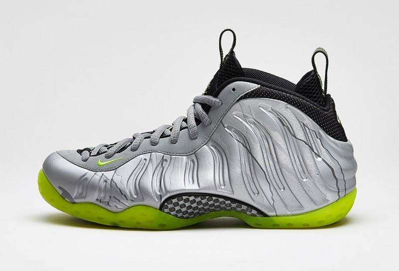 Nike_Air_Foamposite_One_PRM_Metallic_Silver_Volt_Black_02-800x544