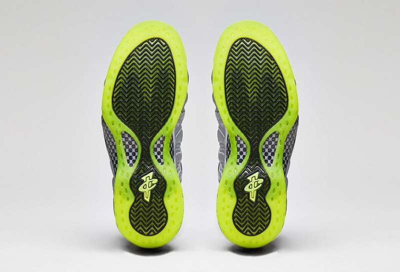 Nike_Air_Foamposite_One_PRM_Metallic_Silver_Volt_Black_03-800x544