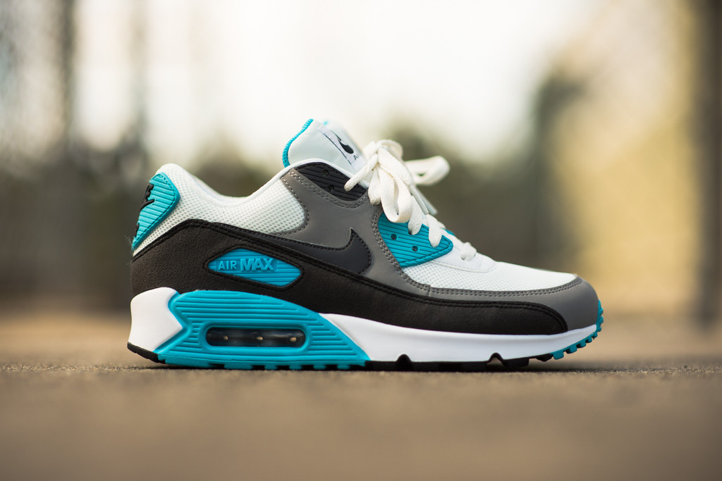 Nike_Air_Max_90_Essential_-_Summit_Blue_Sneaker_Politics_6_1024x1024