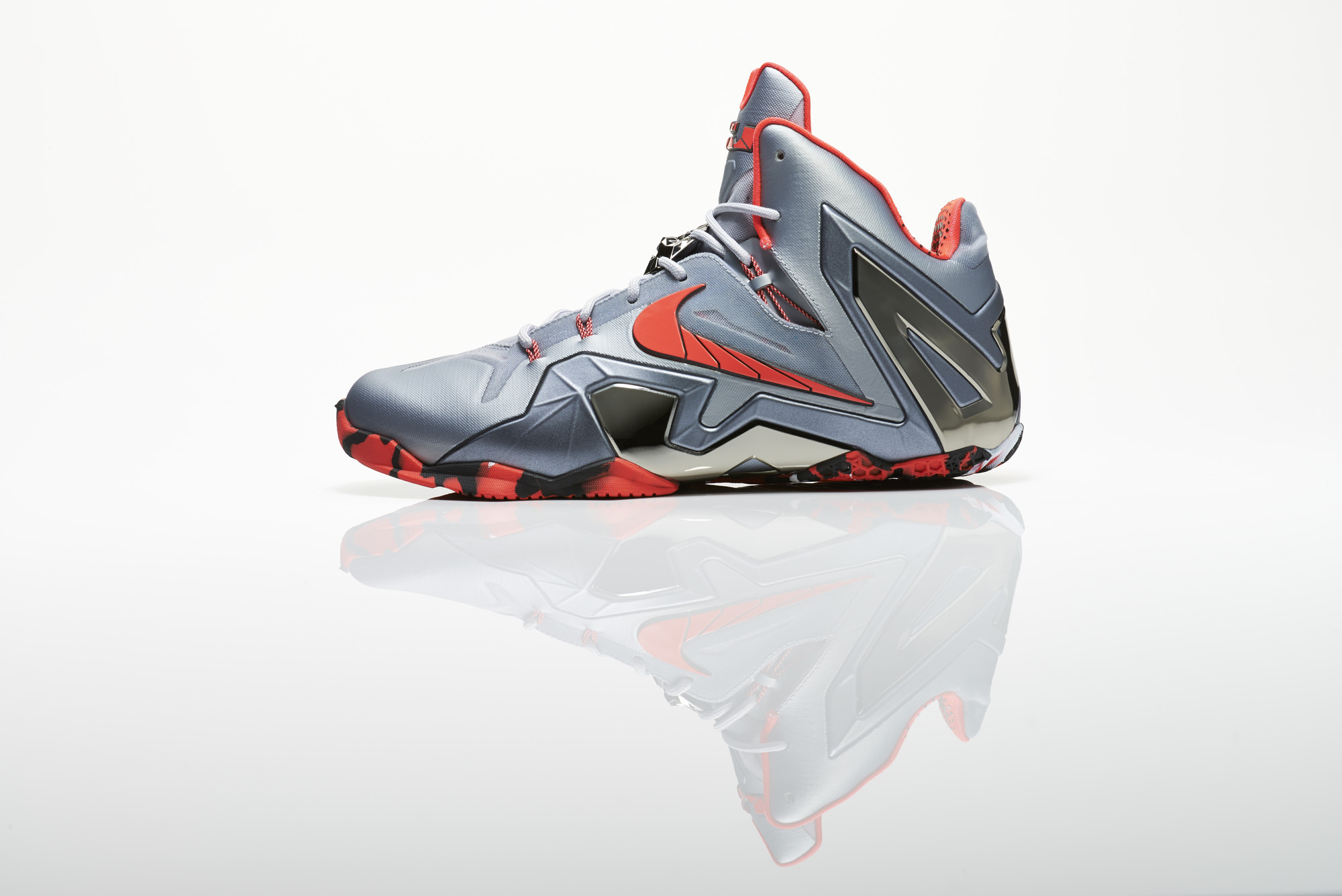 Su14_BB_Lebron11_Elite_642846_001_Return_profile_16832_27981