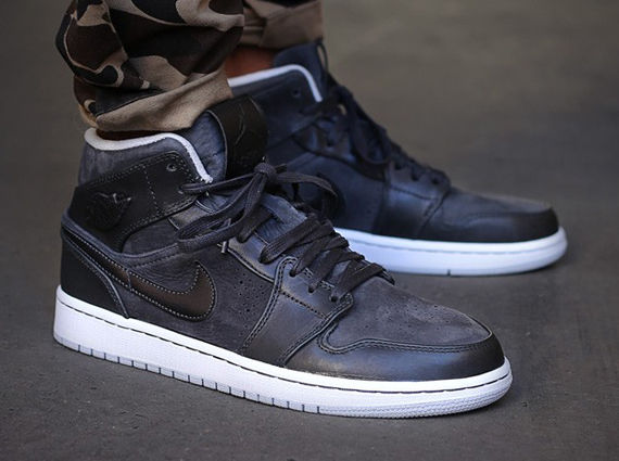 air-jordan-1-mid-nouveau-anthracite-pure-platinum