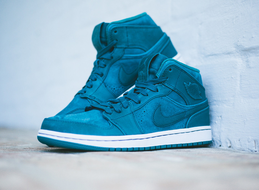 air-jordan-1-mid-nouveau-night-shadow-0