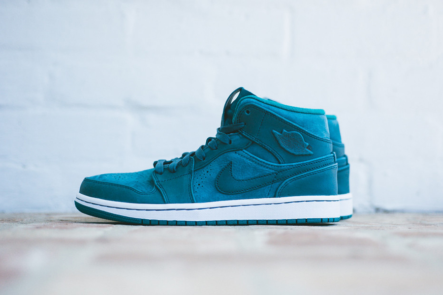 air-jordan-1-mid-nouveau-night-shadow-1