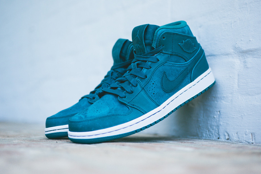 air-jordan-1-mid-nouveau-night-shadow-2