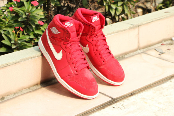 air-jordan-1-og-gym-red-release-date-05-570x380