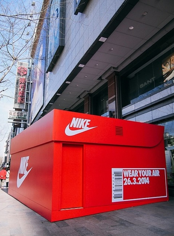nike-air-max-day-giant-shoe-box-02