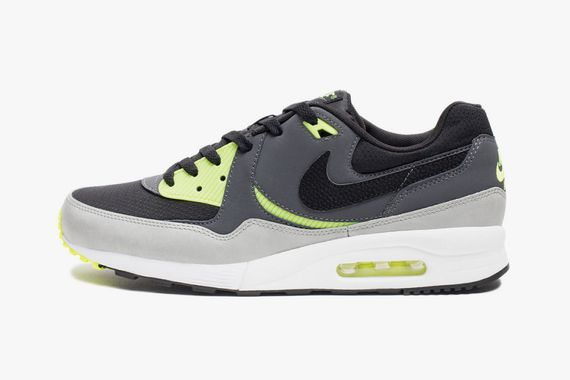 nike-air-max-light-essential-blackdark-grey-volt-01-960x640_result