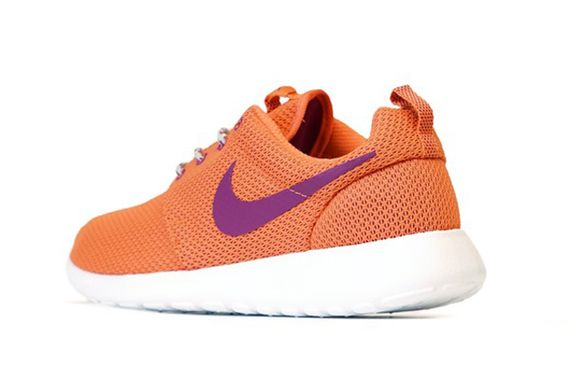 nike wmns-roshe-turf orange
