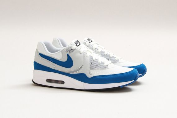 Nike-Air-Max-Light-Essential-Summit-White-Military-Blue-01_result