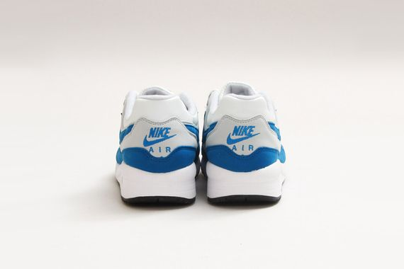 Nike-Air-Max-Light-Essential-Summit-White-Military-Blue-03_result
