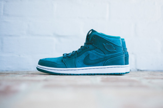 air-jordan-1-mid-nouveau-night-shadow-02-570x380