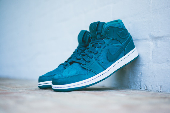 air-jordan-1-mid-nouveau-night-shadow-09-570x380