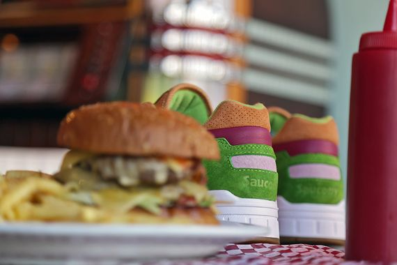 end-saucony-burger preview