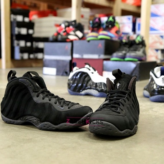 nike-air-foamposite-one-black-suede-sample-02-570x570