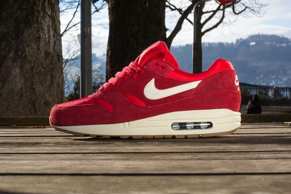 nike-air-max-1-red-suede-gum