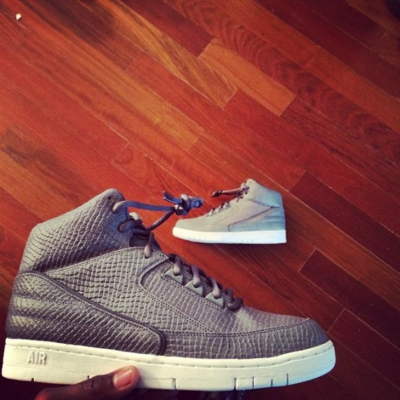 nike-air-python-cool-grey-01-570x570