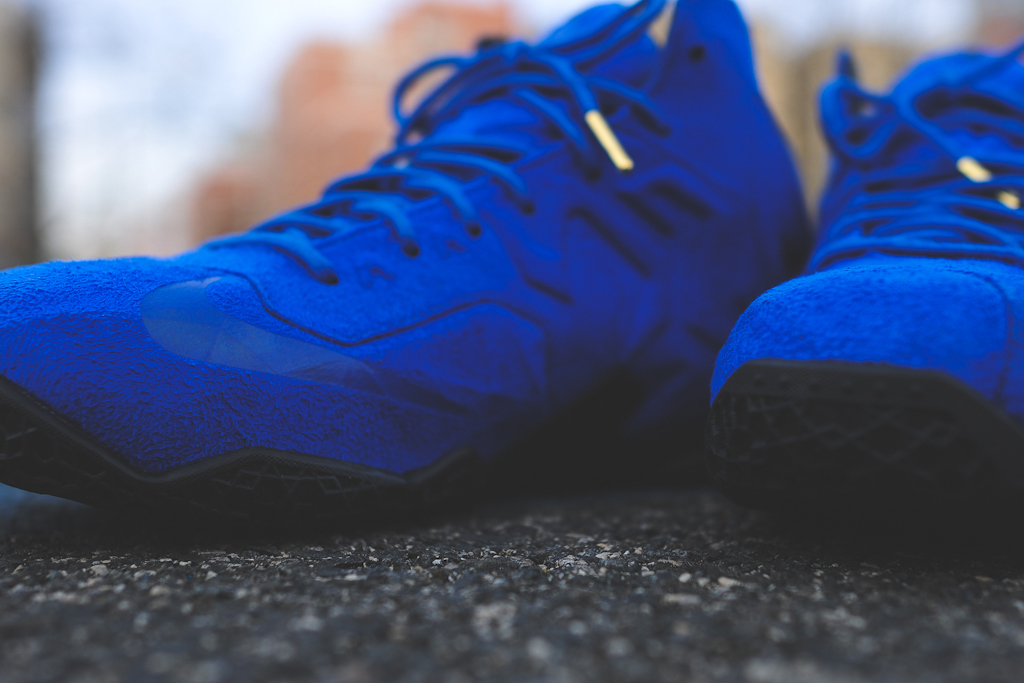 nike-lebron-11-xi-ext-blue-suede-3