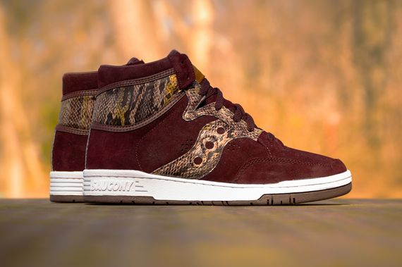 packer-shoes-x-saucony-hangtime-hi-brown-snake-1_result