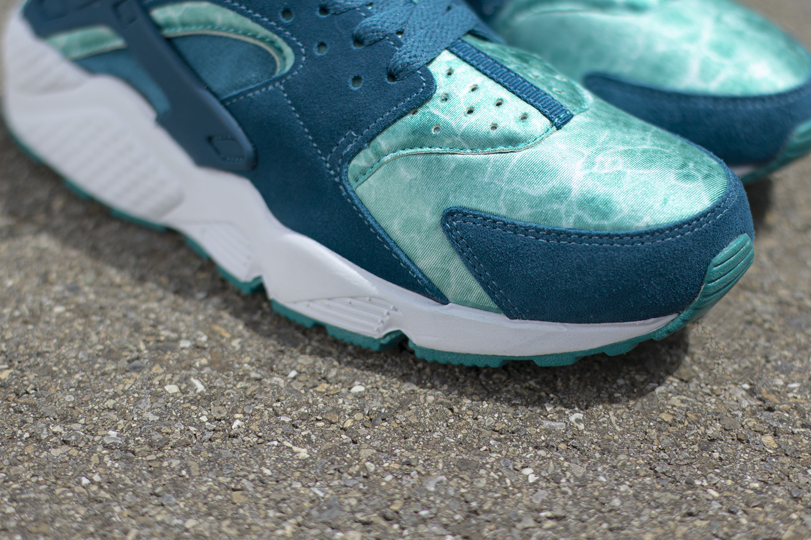Nike Sportswear delivers a special colorway of the Nike Air Huarache  inspired by the Santa Monica waters. Offered at Titolo, the brand new Nike  Air Huarache ...