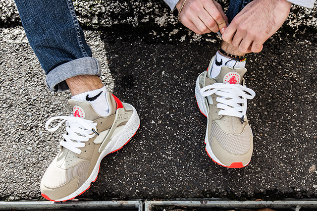 NIKE-AIR-HUARACHE-LIGHT-BEIGE-LASER-CRIMSON-7