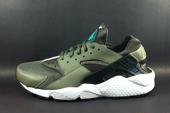 nike-air huarache-leaks