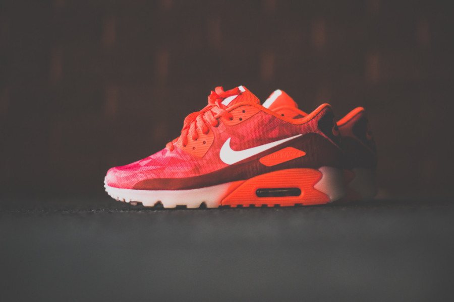 nike-air-max-90-ice-laser-crimson-02-900x600