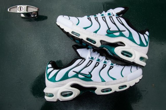 nike-air-max-plus-turbo-green-02-570x379