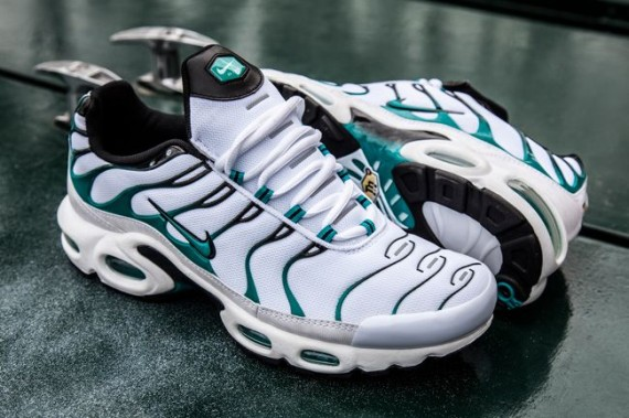 nike-air-max-plus-turbo-green-05-570x379