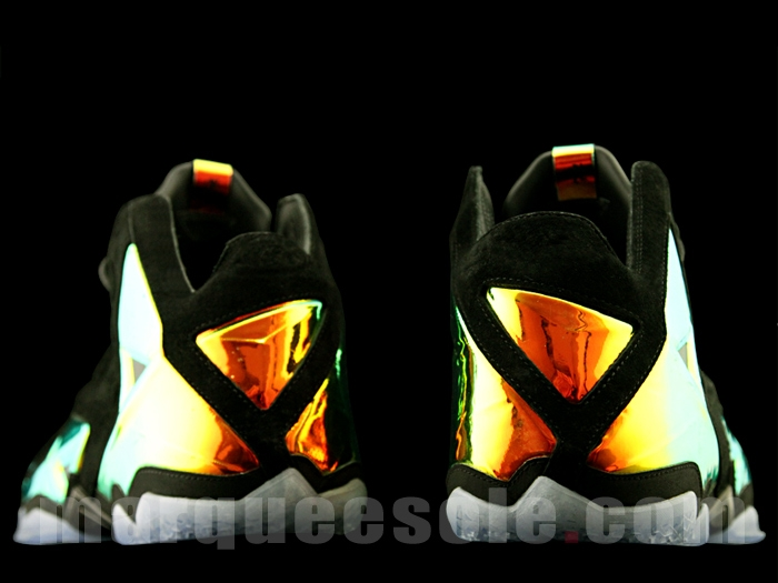 nike-lebron-11-ext-kings-crown-6