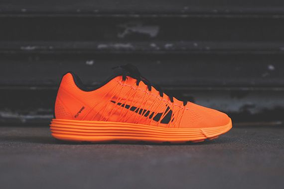 nike-lunaracer+-total orange