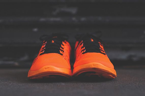 nike-lunaracer+-total orange_02