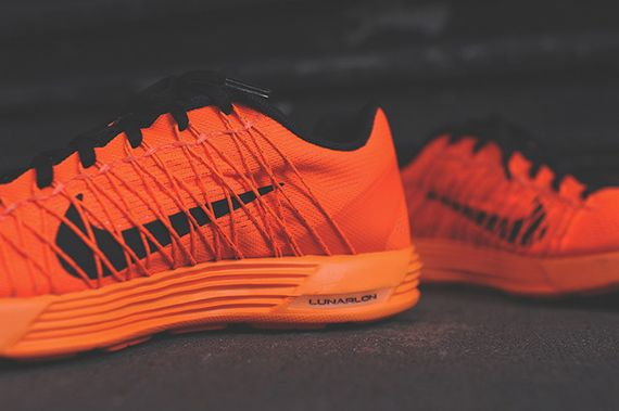 nike-lunaracer+-total orange_04