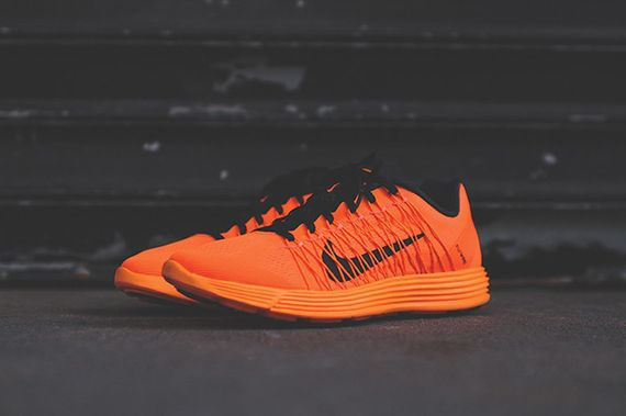 nike-lunaracer+-total orange_08