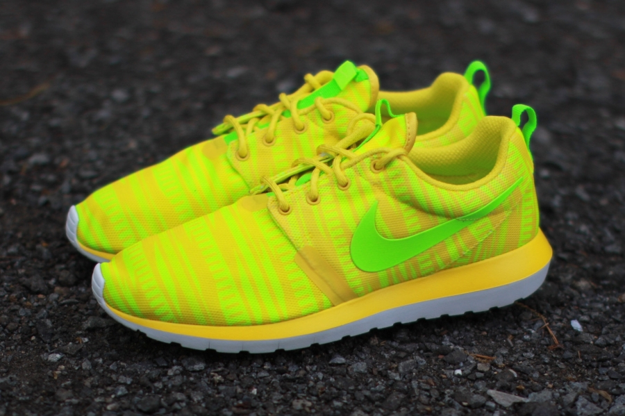 nike-roshe-run-nm-br-charm-yellow-03