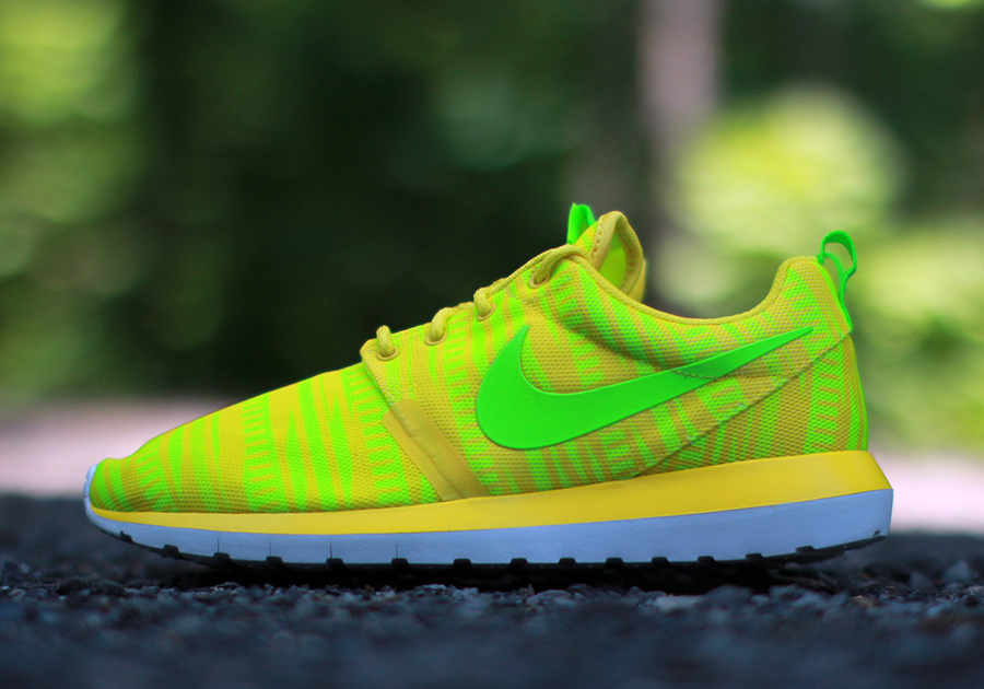 nike-roshe-run-nm-br-charm-yellow