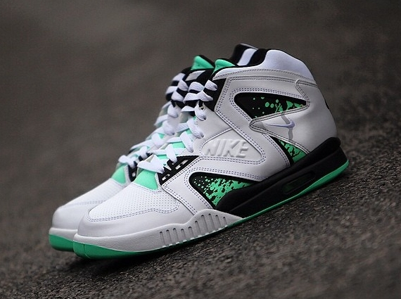 air-tech-challenge-hybrid-white-grey-green-glow-02