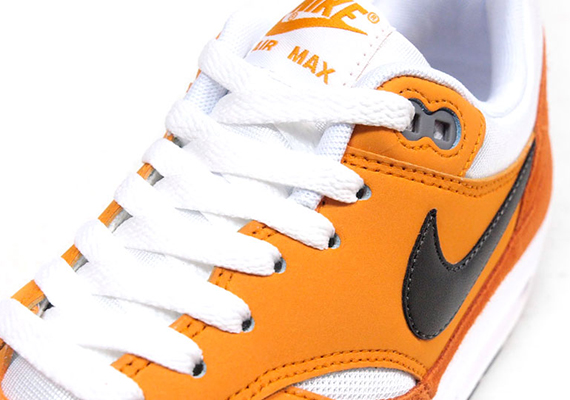 nike-air-max-1-white-orange-black-1