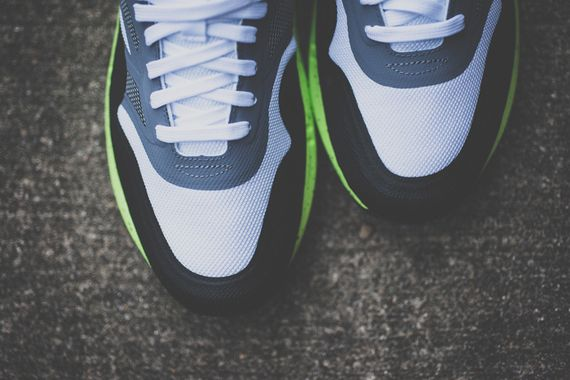 nike-air max lunar1-black-volt_02
